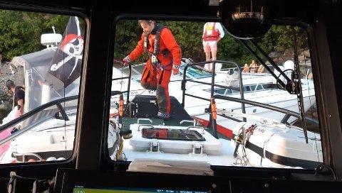 REDNINGSOPPDRAG: Redningsskøyta Elias rykket ut til en båt som var på vei ned og hadde sendt ut mayday-varsel torsdag kveld. Redningsaksjonen fortsatte utover natten.
