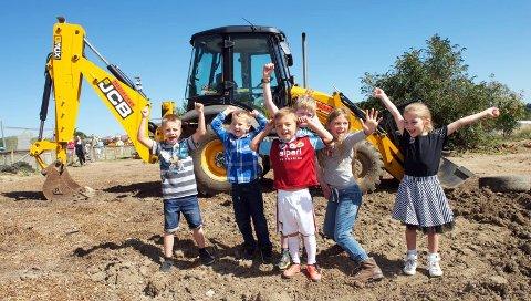 MORO MED MASKINER: Hos Diggerland i England har barns lek med anleggsmaskiner blitt kjempepopulært.