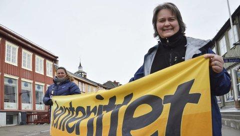 KLAR: Kristin Engan (front) og Lise Krokan Kverneng under jenterittet i 2015.