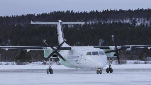 FLY: Widerøe-fly på Røros lufthavn. ARKIVFoto: Marianne Østby