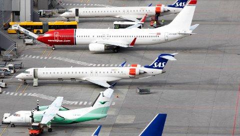Widerøe, Norwegian og SAS-fly fra flytårnet på Oslo lufthavn. Foto: Gorm Kallestad / NTB scanpix