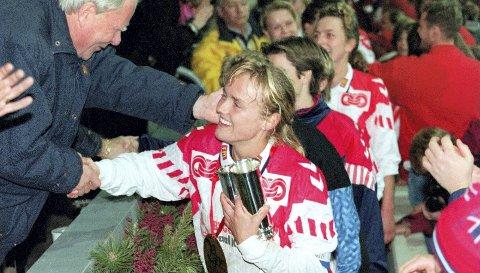 Sandvikens Gro Espeseth er den eneste kapteinen på et bergenslag som har løftet kongepokalen etter seier i cupen for kvinner. (Arkivfoto: NTB scanpix)