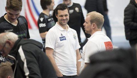 FyllingenBergens sportssjef og tidligere trener Vidar Gjesdal har trent aldersbestemte landslag i mange år. Likevel er klubben «på prinsipielt grunnlag» enig i kritikken mot Børge Lunds dobbeltrolle.