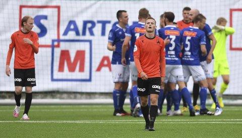 Ole Didrik Blomberg og resten av Åsane depper etter nok et baklengsmål mot Ranheim, som var tøffere i forsvar og mer effektive fremover enn hjemmelaget. - Vi har tre store sjanser og null mål. Det holder ikke på dette nivået, sier trener Morten Røssland.
