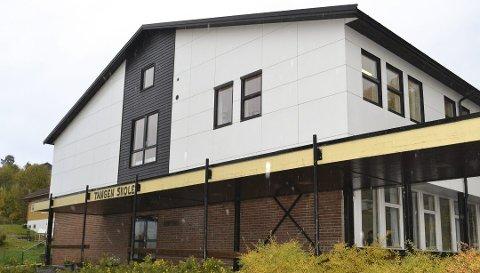 En mann og tre kvinner har søkt på rektorstillingen på Tangen skole.