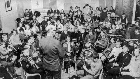 Fellesøving: Bildet er tatt på en fellesøving for korps i Øvre Eiker. Dirigent er Einar Kristensen. FOTO: PRIVAT