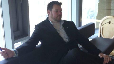 Inhabil: Som følge av telefon-kontroversen erklærte Lars Petter Kuran seg inhabil og satte seg på tilhørerbenken da kontrollutvalget nok en gang tok opp utbyggingssaken i sitt desembermøte. Foto: Ellen Ophaug