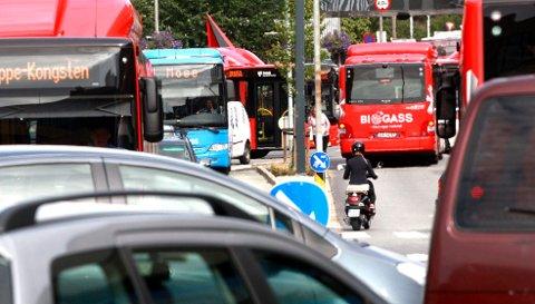 HALV PRIS? Bevilgningen Regjeringen foreslår å bruke på billigere buss i Nedre Glomma, er stor nok til å halvere prisen på bussbillettene.