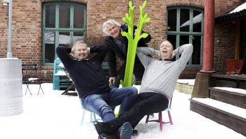 Jobber mot sommeren: Ole-Hermann Lundberg (til venstre), Nils Vogt og Hans-Petter Thøgersen jobber med sommerforestilling.