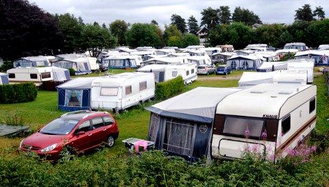 KUNNE BLITT FÆRRE: I dag er det 170 campingvognplasser på Solviken Camping. Det hadde blitt en del færre dersom ikke politikerne hadde gått imot rådmannen og sagt ja til drivernes vognoppstillingsplan.