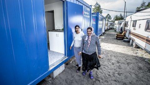 JUBLENDE GLADE: Flertallet i bystyret bestemte å sette opp nye toaletter, dusj og kokemuligheter i romleiren da saken ble behandlet i april 2016.  Beboerne jublet for oppgraderingen, og Kirkens Bymisjon håpet å skaffe dem meningsfylt arbeid.