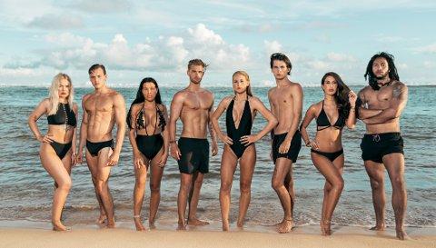 REALITY MED EN TWIST: Melina Johnsen (nummer tre fra venstre) er en av de åtte første deltakerne som sendes til den idylliske stranda for festing og strandliv. Etter hvert kommer eksene til deltakerne inn, og det skaper drama og intriger.