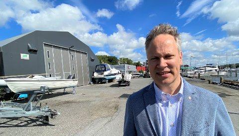 KRITISERER VELGAARD: Jon-Ivar Nygård mener Høyres gruppeleder ikke baserer seg på fakta i debatten, som gjelder om tomten til Fredrikstad Marineservice på  Gressvik skal føres opp som bolig- eller næringsområde. (Foto: Øivind Lågbu)