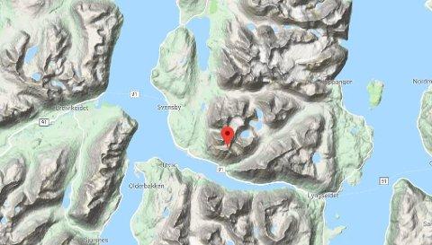 FJELLET: Sultinden er et 1083 meter høyt fjell i Lyngen. Redningskasjonen ble gjort i området Sultinden/Tverrelvdalen. Foto: Google skjermdump