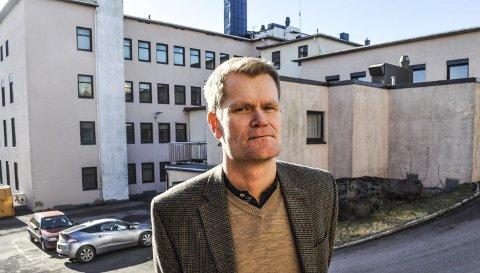 ØKER KAPASITETEN: Kommunalsjef Stein Evensen vil lage en drive through-løsning, trolig ved legevakta, slik at testkapasiteten kan økes til om lag 200 hver eneste dag.