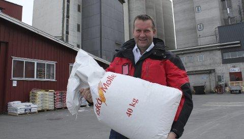 STORE PÅ FÔR: Kjetil Aandstad forteller at Fiskå Mølle Flisa AS har doblet produksjonen av kraftfôr siden 2010. Det gir god omsetning og et overskudd på 2,8 millioner i fjor.