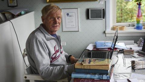 MANGE TIMER: – Det blir mange timer med litteratur om Kongsvinger, men det er utrolig interessant, sier John Fulland.
