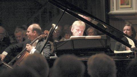 Mesterlig: Cellisten Truls Mørk og pianisten Håvard Gimse leverte et annerledes og frisk klassisk program for 280 mennesker i Vinger kirke onsdag kveld.bilder: erik mæhlum