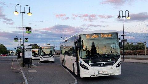 NYTT DESIGN: Sammenslåingen av Hedmark Trafikk og Opplandstrafikk til Innlandstrafikk betyr nytt design på bussene. Det vil koste mange millioner kroner. (Foto: Bjørn-Frode Løvlund)