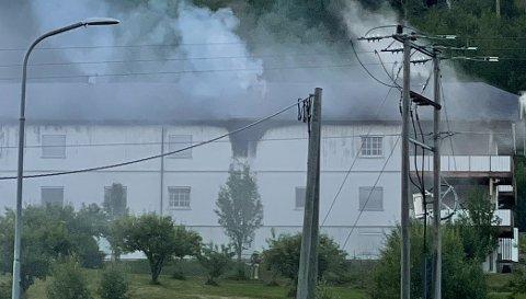 BRANN: Det brenner ved en institusjon på Nordsinni mandag kveld.