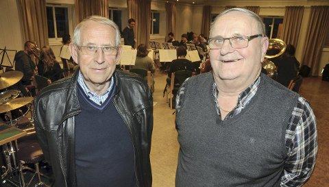 Jubilerende veteraner: Påtroppende leder Rolf Granåsen (til venstre) og avtroppende leder etter hele 20 år, Jan Dyrud, har vært med i Jaren hornmusikkforening i en mannsalder og er nesten like gamle som korpset.