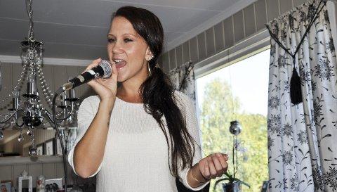 INNLEVELSE: Jane Christin Kristiansen legger mye av sjela si i sine egne låter. Arkivfoto
