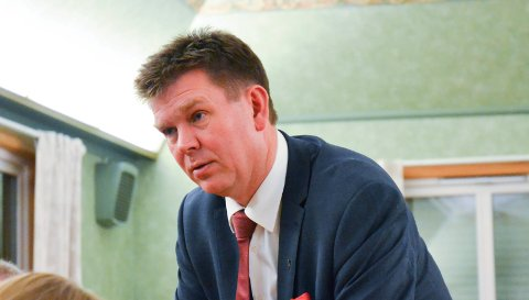 IKKE FORNØYD: Ordfører Geir Aarbu frykter for tannlegekontorets framtid i Aremark. Tilbudet kan bli lagt ned fra februar 2017.