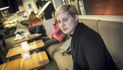 HJEMME: Frida Ånnevik har funnet lykken i å veksle mellom å være Oslo-basert artist og sangpedagog i Stange.Foto: Jo E. Brenden
