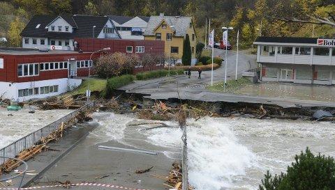 VARSLER FLOM: NVE varser flom i Hordaland og frykter den kan bli verre enn den som rammet Odda i 2014. Her fra Hjøllo under flommen i oktober 2014