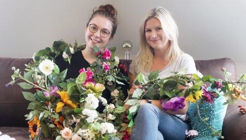Frivillige: Sarah Aakerøy Johansen og Silje Helen Bredesen synes det er hyggelig å bidra til noe positivt i Mosjøen.