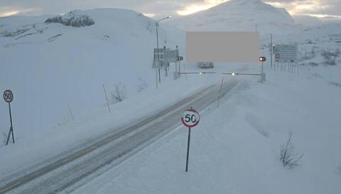 Slik så det ut ved svenskegrensen klokken 0815 mandag morgen. Bommen er nede.