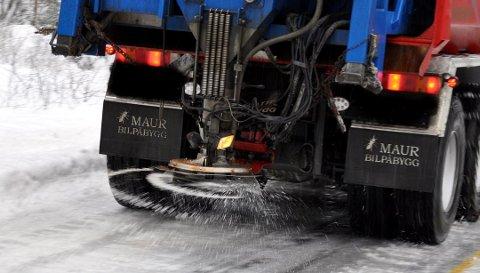 MILJØ: Salt nyttes mot ising og glatte veier, men har også konsekvenser for miljø, kjøretøyer og bygninger.