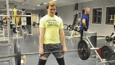 Fant sin idrett på Spikkestad: Lars Christian Holmen fra Sylling ble med eldstebroren sin på trening, og dermed ble det styrkeløft som ble 18-åringens idrett.