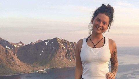 Sangfugl på HJEMMEBANE: Lise Reppe (20) trives godt med fjellturer i Lofoten, når hun ikke jobber med sangkarrièren i Trondheim.                               Begge foto: privat