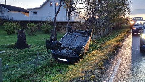 Bilen havnet nesten inn i en hage i Myklevik.