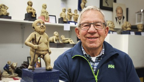 NYE VEIER: Skulpturen her heter «Optimisten». I teksten søm følger står det: Optimisten er en hyggelig fyr. Han er robust, smiler mye og bruker lite tid på å tenke bakover. – Alle skulpturene er litt meg, sier Joe Hans Wilson lurt.