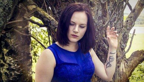 Aldri i ro: – Jeg forsøker alltid å utvikle meg og ikke å bli låst i ett uttrykk, sier Malene Markussen (25) fra Vestby. Torsdag slippes debutplaten «Aldri i ro».