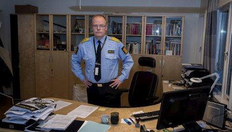 AVTROPPENDE: Johan Martin Welhaven leder et politidistrikt som opphører å eksistere om to uker. Nå bretter han         og staben i Vestoppland opp ermene for å bygge opp nye Innlandet politidistrikt, som får hovedsete på Hamar. Foto: Asbjørn Risbakken