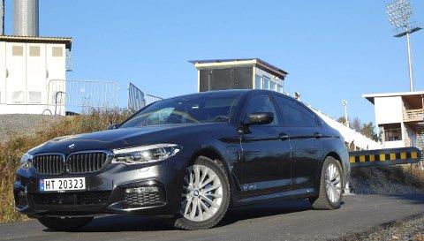 HYBRIDUTGAVE: BMW 5-serie kom i sjuende generasjon sist vinter. Nå er den her også som plug-in-hybrid, men bare som sedan.FOTO: ØYVIN SØRAA