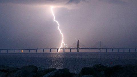 TORDENVÆR: Torden kan også gi statiske spenninger uten at lynet slår ned.