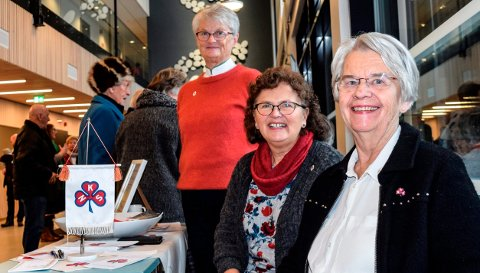 HJERTE FOR LABO: Sanitetskvinnene i Østre Toten har allerede et hjerte for Labo. F.v. Brynhild Flesvik, Margot Evenrud og leder Bjørg Finstad.