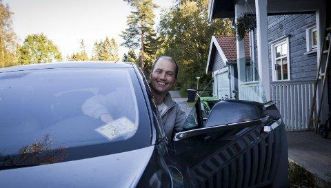 LEDIGE PLASSER: Andreas Rottwid tilbyr fire seter i bilen sin inn til Oslo denne uken. FOTO: EIRIK LØKKEMOEN BJERKLUND