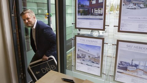 Rigger seg: Odd Magnus Langhammer i DNB Eiendom rigger seg for fremtiden. Den tror han blir hektisk når alle boligprosjektene i Ski skal landes. FOTO: Bjørn Sandness