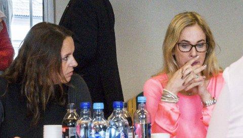 Lei av «ukultur»: Birgitte Gulla Løken (t.h.), her sammen med Bente Seierstad under møtet i fellesnemnda tirsdag denne uken. Foto: Lasse Nordheim