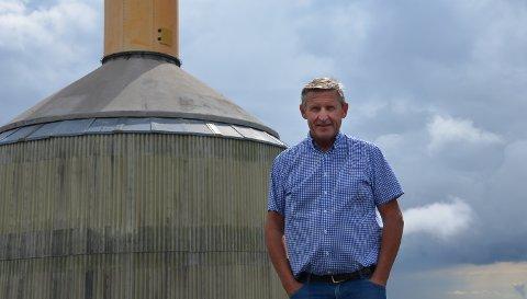 TOPPEN: Jan Inge Gjermundshaug  brenner for at flere skal oppleve naturen i Tron. Her fra en tidligere anledning ved det ene tårnet på toppen.