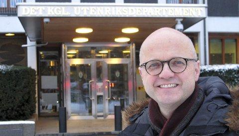 EN HAVETS MANN: Vidar Helgesen samarbeider tett med de fleste departementene, men har kontorplass i Utenriksdepartementet. I sitt havprosjekt rapporterer han direkte til statsminister Erna Solberg. FOTO: SVEN OTTO RØMCKE