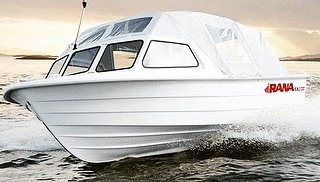 Daglig leder i selskapet Båtsalg AS, som produserte båter med merket Rana Plast er av Helgeland tingrett ilagt en konkurskarantene på to år. Den kjennelsen vil han anke. Foto: Skjermdump fra selskapets hjemmeside