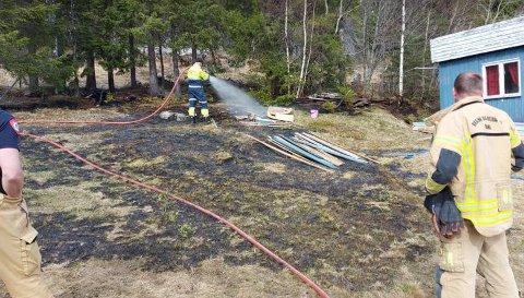 Bråtebrannen ble slukket av mannskap fra Rana brann og redning.