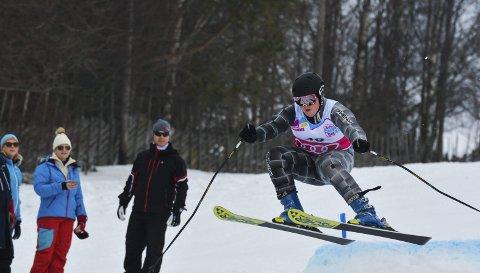 Comeback: Fredrik Campbell Pedersen gjorde et uhøytidelig comeback i parallellslalåm i helgas KM i Tørudbakken. Mesterskapet som vanligvis samler rundt hundre deltakere var i år bortimot halvert på grunn av at utøverne fra Oppland var opptatt med uttaksrenn på Gålå.