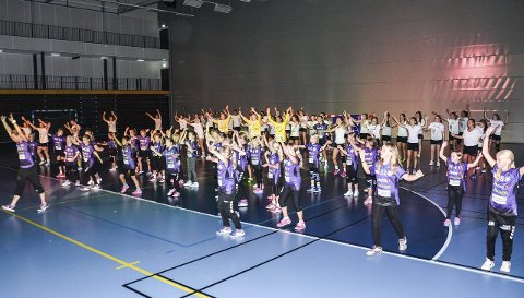 At distriktet har fått en ny håndballklubb i Heradsbygda håndballklubb går ikke upåaktet hen. Under kick-offet var det blant annet oppvisningskamper og øvelser.